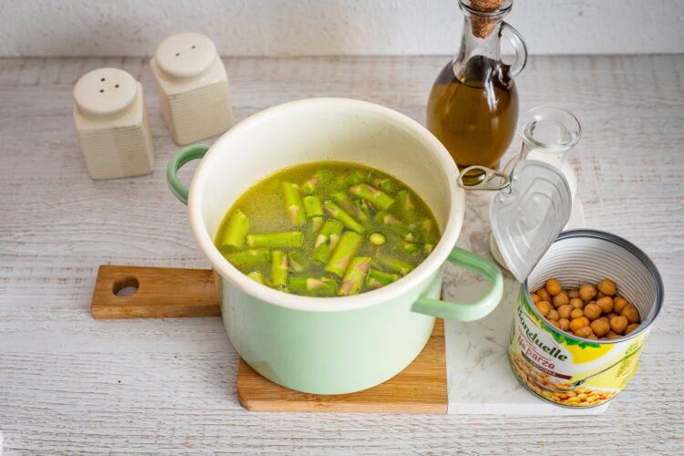Zupa szparagowa z cieciorką i fetą - Krok 3
