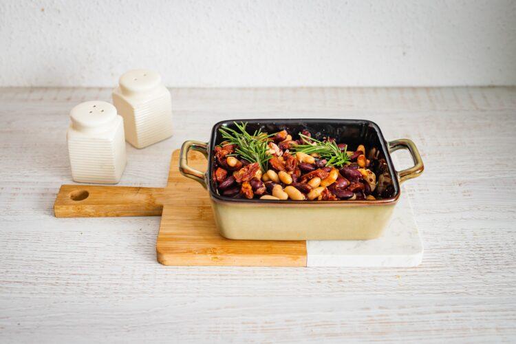 Pieczona fasola z suszonymi pomidorami i oliwkami - Krok 4