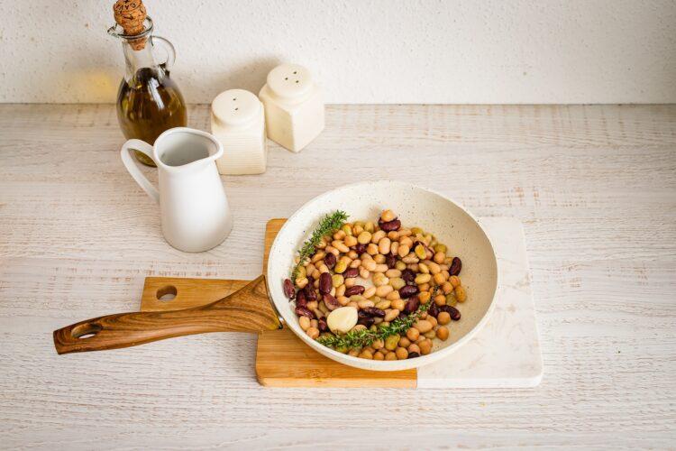 Zupa z cukinii z jajkiem i miksem fasoli z parmezanem - Krok 4