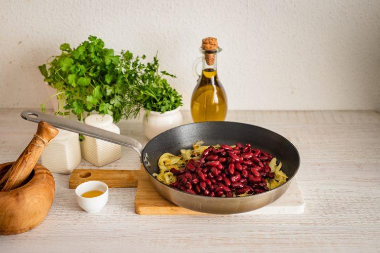 Gruzińska sałatka z czerwonej fasoli - Krok 4