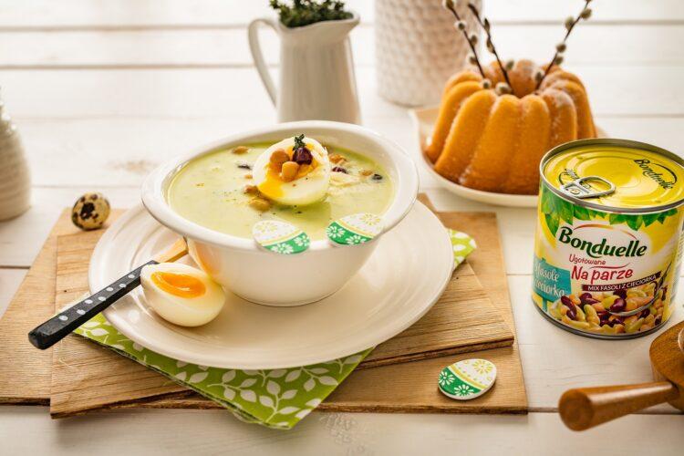 Zupa z cukinii z jajkiem i miksem fasoli z parmezanem