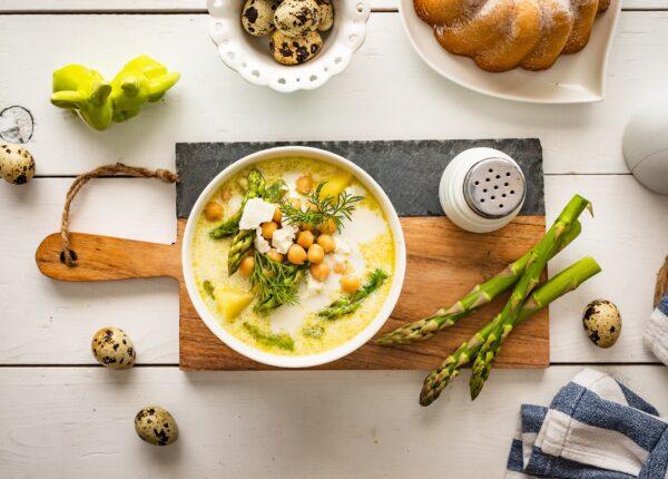 Zupa szparagowa z cieciorką i fetą