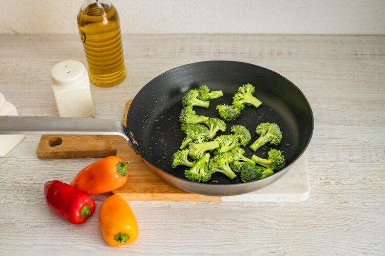 Placki z soczewicÄ… z blachy z serkiem i warzywami - Krok 3