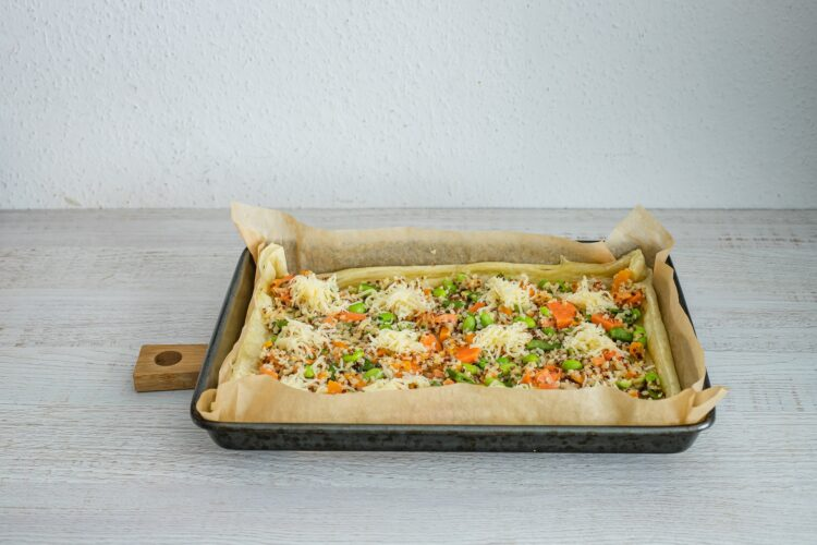 Szybka tarta z kaszÄ… z batatami i serem (na cieÅ›cie francuskim) - Krok 4