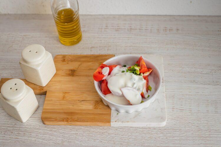 Placuszki z kaszy z cukini膮, z sa艂atk膮 z pomidor贸w - Krok 4