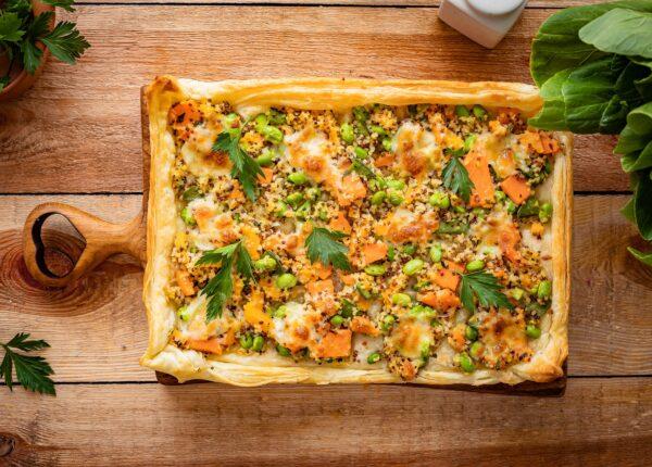 Szybka tarta z kaszą z batatami i serem (na cieście francuskim)