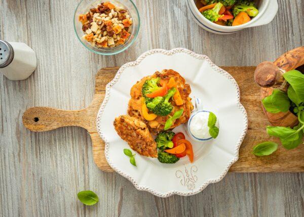 Placki z soczewicÄ… z blachy z serkiem i warzywami