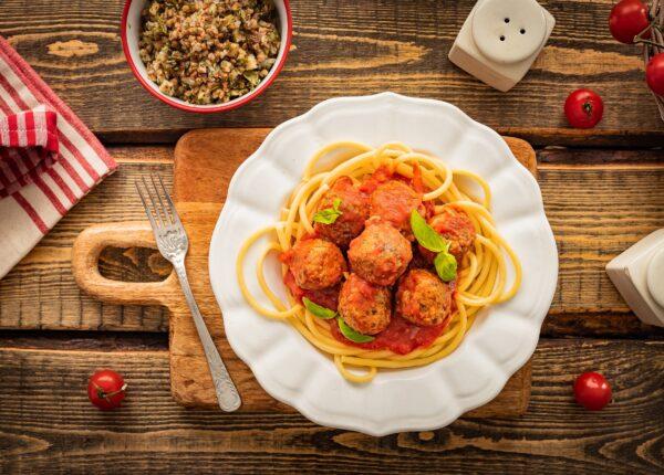 Gryczane klopsiki z borowikami w sosie pomidorowym