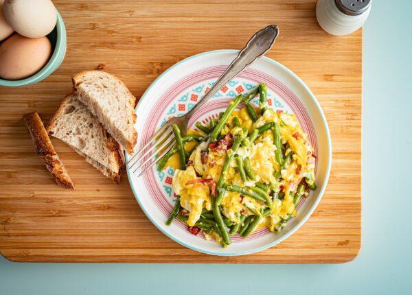 Jajecznica z fasolką szparagową
